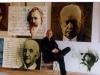 Johannes Kaufmann mit den Porträts für das im Vienna Hilton Hotel